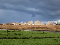 Winter-hemel over DE Zaanse Schans in Holland Stock Afbeeldingen