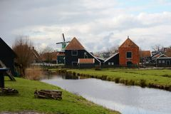 Winter-hemel over DE Zaanse Schans in Holland Stock Fotografie