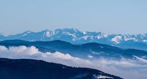 Winter hohes Tatras-Gebirgspanorama von Lysa-hora Hügel in Beskids-Bergen in der Tschechischen Republik Stockfotografie