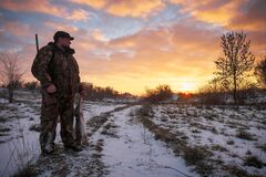 Free Winter Hunting For Hares At Sunrise. Hunter Moving With Shotgun And Looking For Prey Stock Photos - 171416583