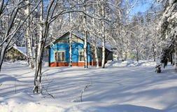 Winter im Dorf Stockfotos