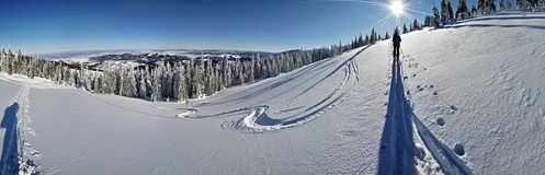 Winter im Gebirgspanorama Lizenzfreie Stockfotos