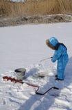 Winter jungen Fischer fischend Lizenzfreies Stockbild