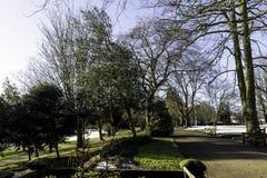 Winter in königlichem Leamington-Badekurort - Pumpenraum/Jephson-Gärten stockfoto