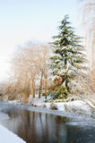 Winter-Kanal-Schnee-Szene Lizenzfreies Stockfoto