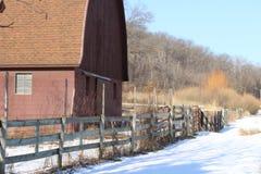 Winter-ländliche Mittelwesten-Scheune Stockbilder