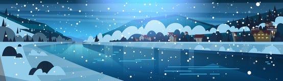 Winter-Landschaft der Nacht im kleinen Dorf auf Banken von den gefrorenen Fluss-und Gebirgshügeln bedeckt mit dem Schnee horizont lizenzfreie abbildung