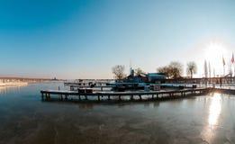 Winter-Landschaft mit Teich Stockbild