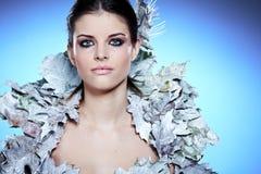 Winter-Mädchen in Luxusphantasie Mantel stockbilder