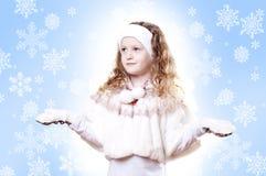 Winter-Mädchenschneeflocken-Blauhintergrund Lizenzfreie Stockbilder