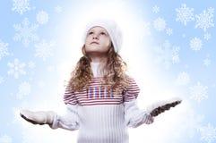 Winter-Mädchenschneeflocken-Blauhintergrund Stockfotos