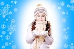 Winter-Mädchenschneeflocken-Blauhintergrund stockbilder