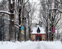 Winter-Märchenland bedeckt Biltmore-Gatehouse lizenzfreie stockfotografie