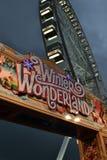 Winter-Märchenland-Weihnachtsthemenorientiertes Rummelplatz-Eingangszeichen Stockbild