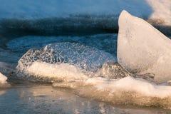 Winter-Morgen auf dem Fluss Lizenzfreie Stockbilder