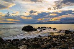 Winter-Nachmittag durch das Meer Lizenzfreies Stockfoto