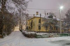 Winter, Nacht in einer Winterstadt, Winterstadt, Winter in einem Park, Schnee stockfoto