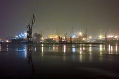 Winter nachts im Kanal. Stockfotos