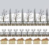 Winter- oder Vorfrühlingshintergrund mit Bäumen, Laternen und Haus Stockfotos