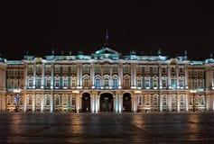 Winter-Palast nachts, Russland Lizenzfreie Stockfotos