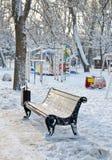 Winter Park που καλύπτεται στην παιδική χαρά χιονιού στο χιόνι Στοκ εικόνες με δικαίωμα ελεύθερης χρήσης