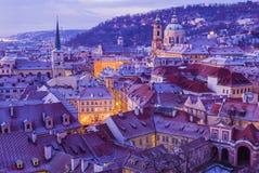 Winter Prag vor Sonnenaufgang, Panoramablick lizenzfreies stockbild