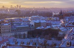 Winter Prag vor Sonnenaufgang, Panoramablick lizenzfreies stockfoto