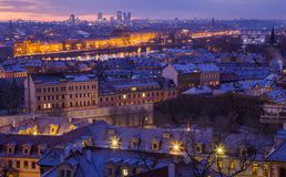 Winter Prag vor Sonnenaufgang, Panoramablick stockbilder