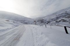 Winter road in the mountains Royalty Free Stock Images