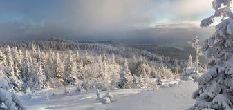 Winter in südlichem ural. Kumardaque Berg Lizenzfreies Stockfoto