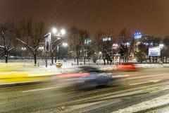 Winter-Schnee-Sturm in Bukarest-Stadt nachts Lizenzfreie Stockbilder