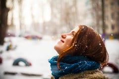 Winter, Schnee und Mädchen Stockfotografie