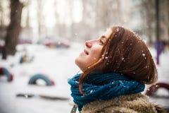 Winter, Schnee und Mädchen Lizenzfreie Stockbilder