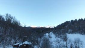 Winter-Schneelandschaft Berg-Pikuy Ukraine Vogelperspektivefliege vorbei Sonnenuntergangdämmerung Die Türkei, zentraler Taurus Mo stock footage