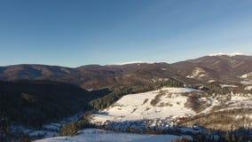 Winter-Schneelandschaft Berg-Pikuy Ukraine Vogelperspektivefliege vorbei Sonnenuntergangdämmerung Die Türkei, zentraler Taurus Mo stock video footage