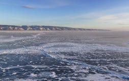 Winter Seelandschaft mit blauem Himmel Stockbilder