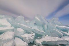 Winter Seelandschaft mit Hügel Lizenzfreie Stockbilder