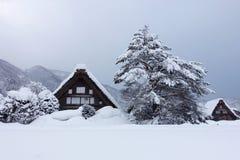 Winter in Shirakawago, altes Dorf japanischen gassho Hauses Lizenzfreies Stockfoto