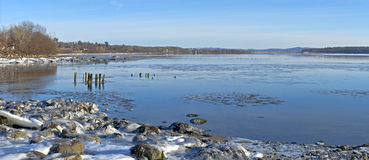 Winter shoreline Royalty Free Stock Images