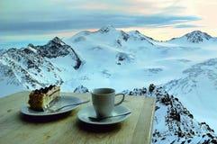Winter-Snack bei Sonnenuntergang Stockbilder