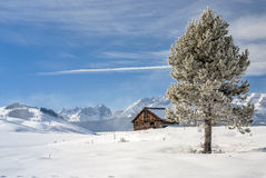 Winter snow and cabin in the mountains Royalty Free Stock Images