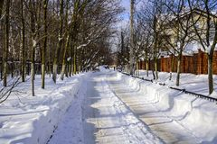 Winter snowy road in a Sunny and frosty February day. Russia Royalty Free Stock Photos