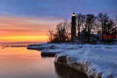 Winter-Sonnenaufgang-Punktzusatzbarques-Leuchtturm Lizenzfreies Stockbild