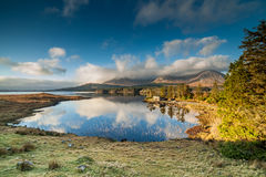 Winter Sunrise Inagh Valley, Connemara, Ireland. Winter sun rises over a lake in Inagh Valley, Connemara, in the West of Ireland on a beautiful still morning Royalty Free Stock Photos
