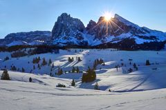 Free Winter Sunrise Over Alpe Di Siusi With View On Sassolungo And Sassopiatto, Dolomites, Italy Royalty Free Stock Photography - 104485257