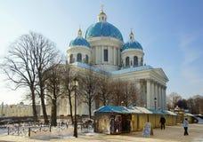 Winter-Tag und Dreiheits-Kathedrale Stockfoto