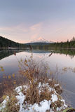Winter at Trillium Lake During Sunset Royalty Free Stock Photography