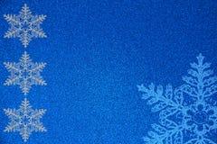 Winter-und Weihnachtsschneeflocken-Hintergrund-Illustration Stockbild