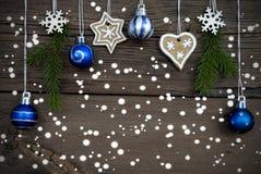 Winter verzierte Weihnachtshintergrund mit Schnee Stockfoto
