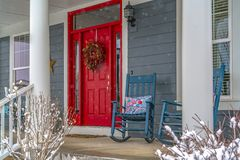 Free Winter View Of Home With Red Door And Front Porch Royalty Free Stock Photos - 139430868